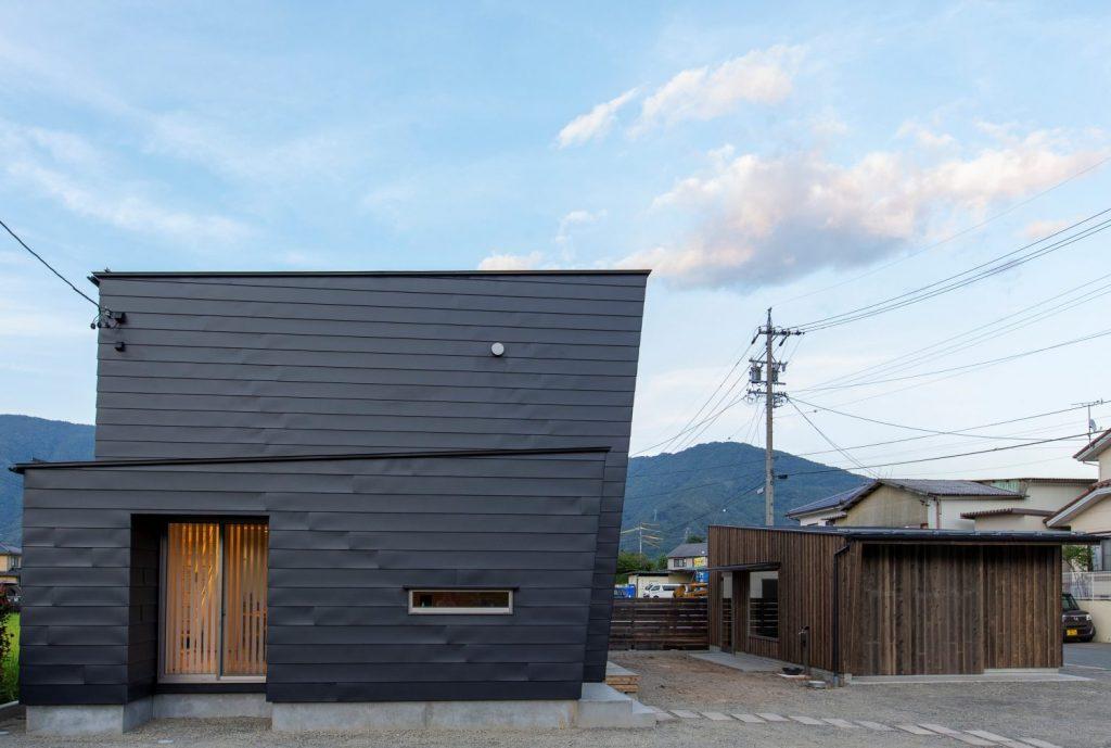 ガレージと3つの箱の家