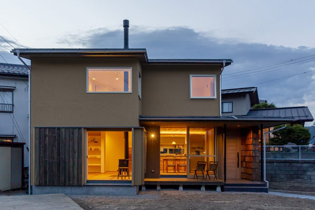 風薫る高台の家